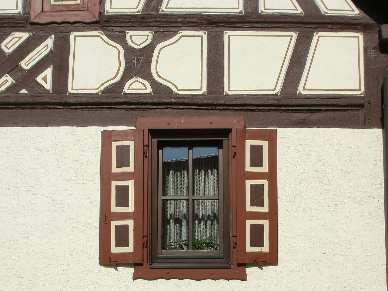 window-837755_1280