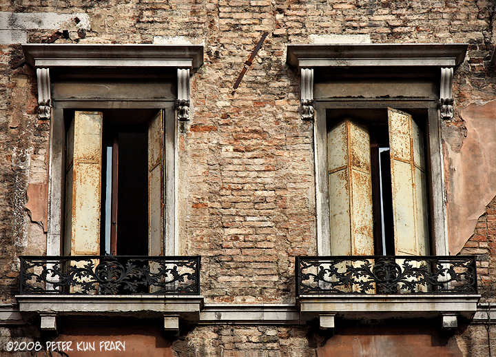 Venice_windows_1406svsign